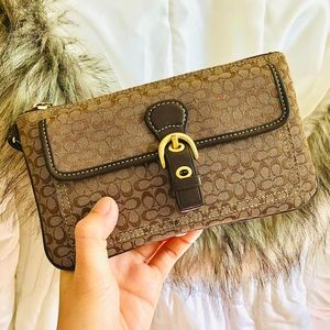COACH⚡️Auth Brown Signature Flap Pocket Wristlet
